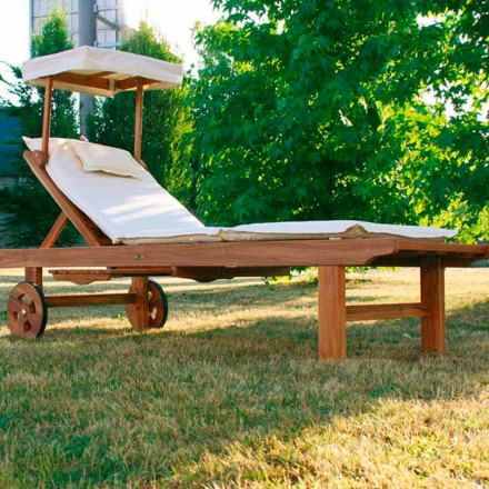 Modern foldable outdoor chaise longue made of teak wood