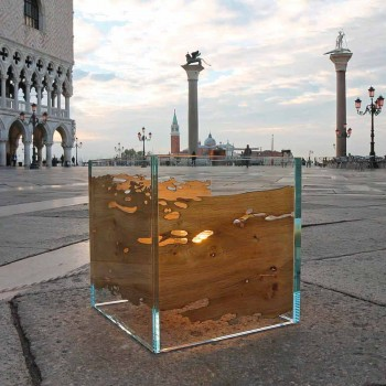 Table lamp in Venice briccola wood and Cà d'oro glass