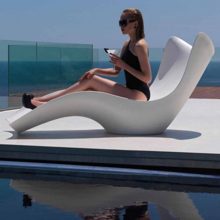 Modern outdoor sun lounger, in polyethylene, Surf by Vondom