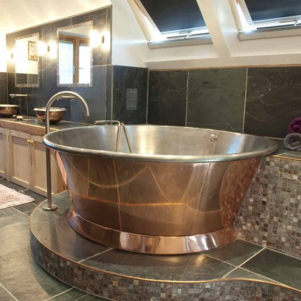 Vintage round freestanding bathtub in copper, plated with Vanessa white iron